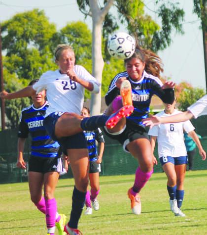 Women's soccer wins despite shutout streak coming to an end