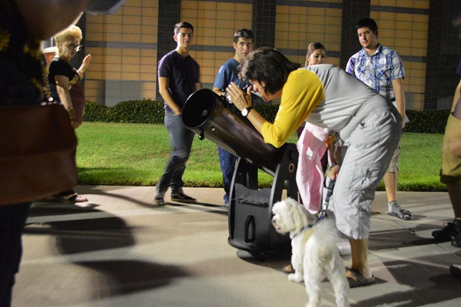 Lunar eclipse draws students for night gathering