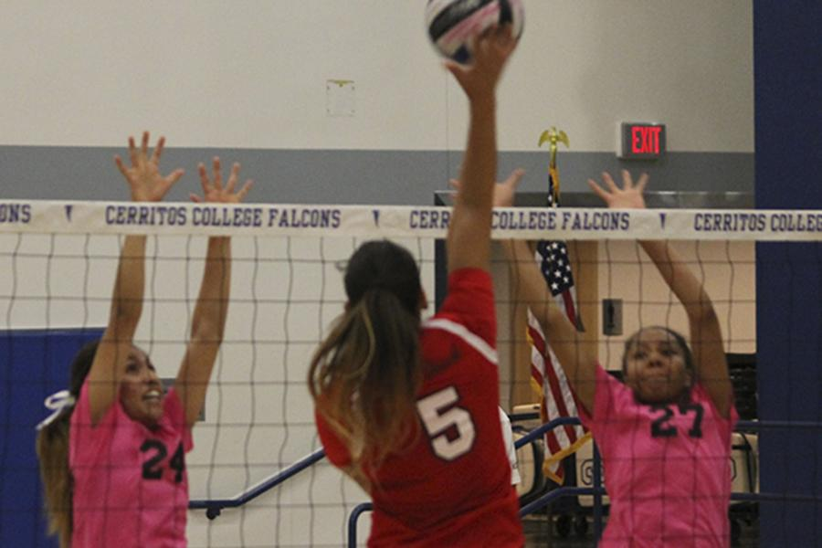 Women's volleyball team victorious over Vikings