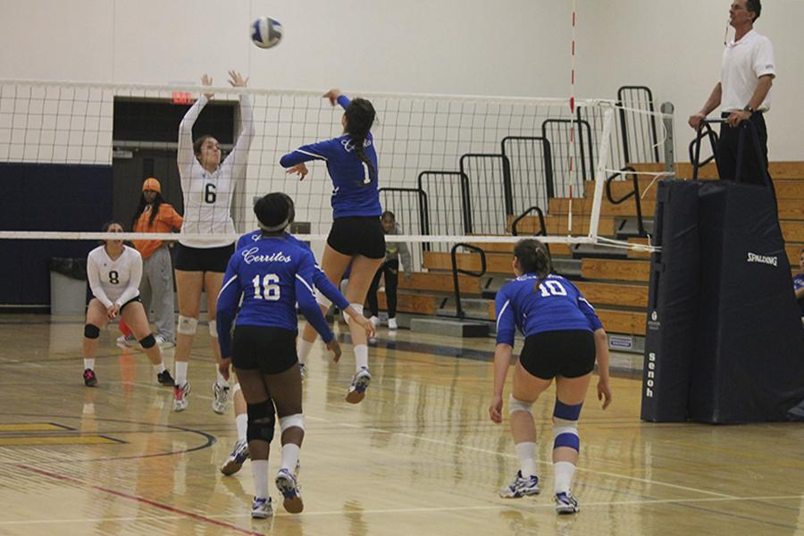 Volleyball sweep away LA Harbor Seahawks