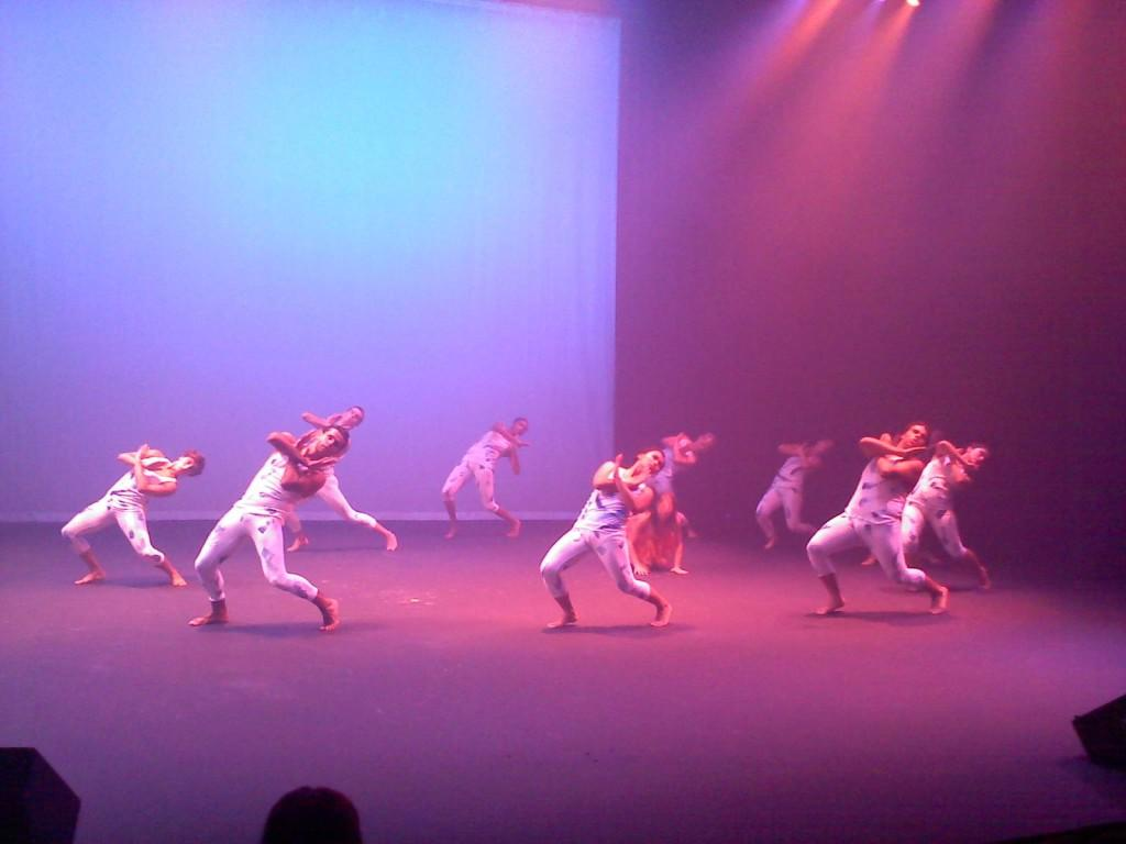Maha+%26+Company+dancing+the+first+show+of+the+night+%22Mist.%22+Some+Cerritos+College+dancer+perform+with+Cerritos+College+dance+instructor+in+their+first+concert+as+Maha+%26+Company.+
