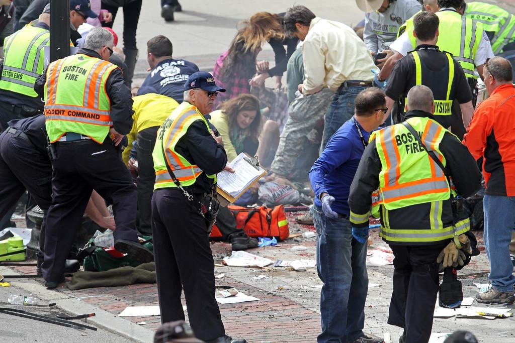Emergency+personnel+assist+the+victims+at+the+scene+of+a+bomb+blast+during+the+Boston+Marathon+in+Boston%2C+Massachusetts%2C+Monday%2C+April+15%2C+2013.+%28Stuart+Cahill%2FBoston+Herald%2FMCT%29