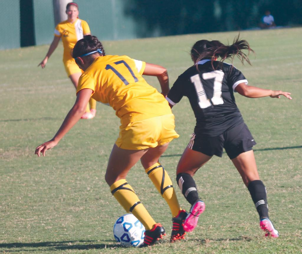 Ornelas goes for the ball while Pulido tries to fend her off.