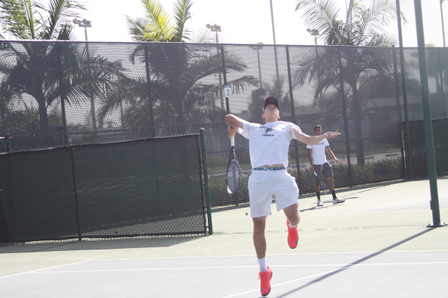 Nathan Eshmade has gone undefeated throughoutt the 2014 season, going 22-0. He signed his letter of intent for UCSB. Photo credit: Denny Cristales
