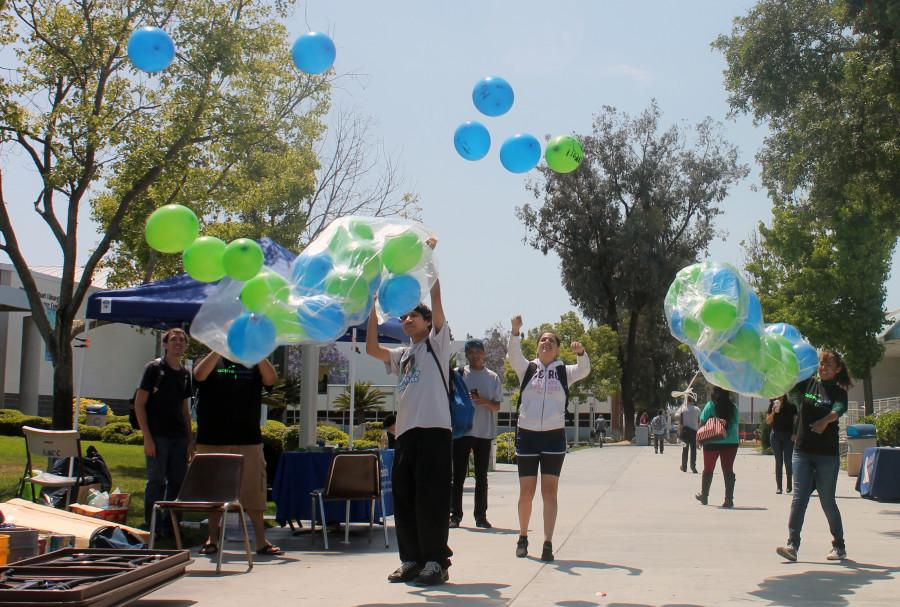 Active+minds+release+balloons+to+help+symbolically+release+stress+that+students+are+going+through.++Students+wrote+whatever+that+has+been+stressing+them+out+on+the+balloon
