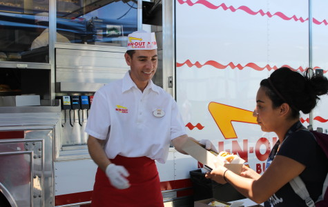 Cerritos College was visited on the first day of the new Fall semester by an In-N-Out truck, with its grills fired up and the employees happily giving the students free food. The truck will visit campus again on Tuesday, Aug. 19 at 5:30 pm near the bookstore. Photo credit: Sebastian Echeverry