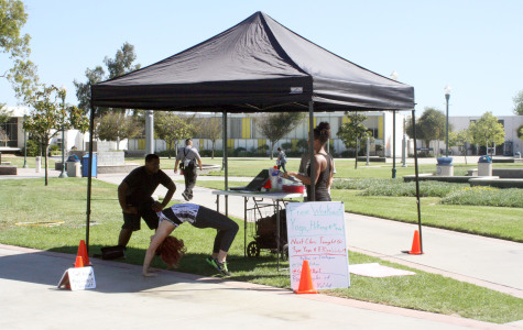 Fit Club gives out free yoga lessons on campus