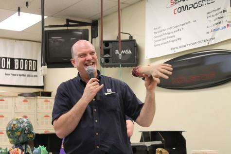 Plastics department hosts pre-Spring semester open house