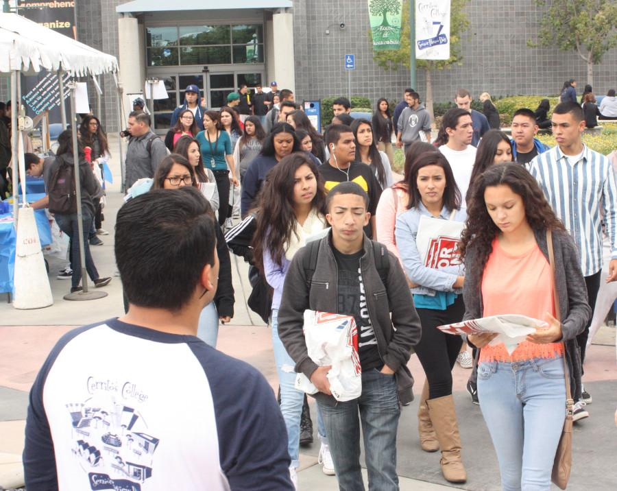 High school seniors from local schools visit Cerritos College for Senior Preview Day Friday, April 24. Photo credit: Gustavo Lopez