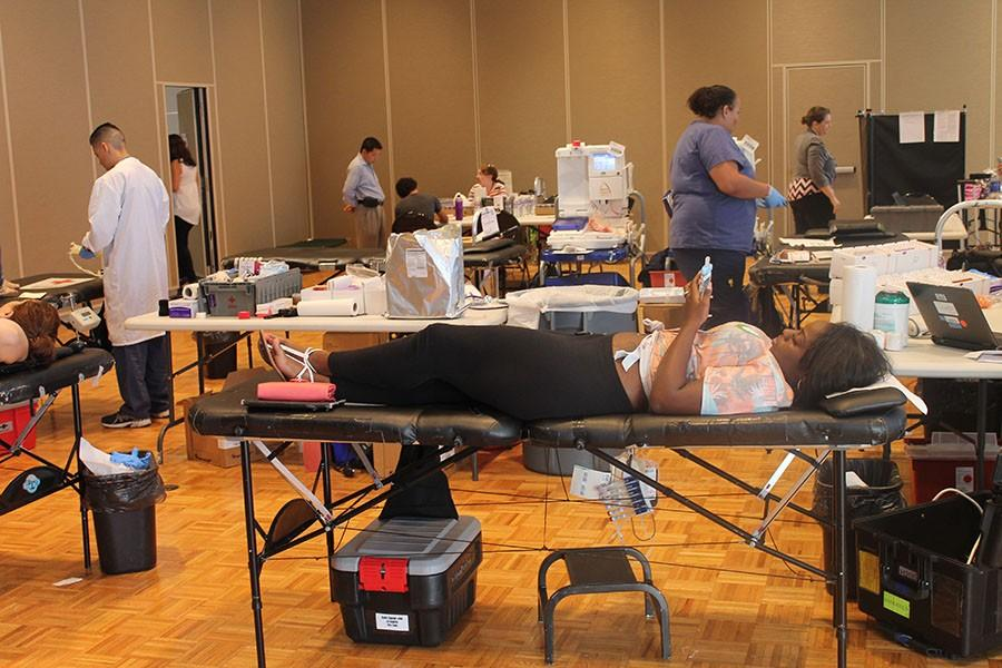 Students, staff, and volunteers in the Student Center for the final day of the Blood Drive. Students enjoy snacks in the back while others get blood drawn. Photo credit: Ethan Ortiz