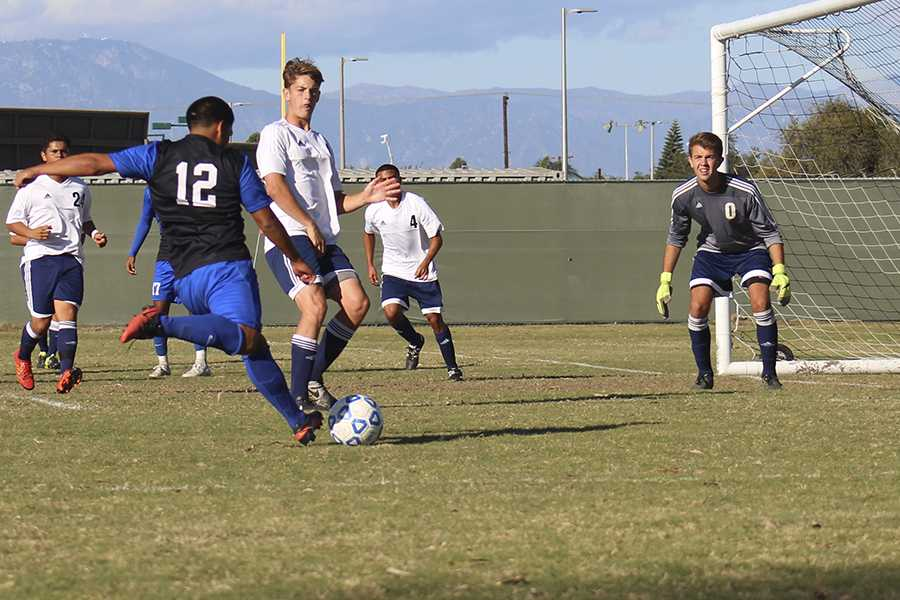 Men's soccer woes continue; tie with El Camino
