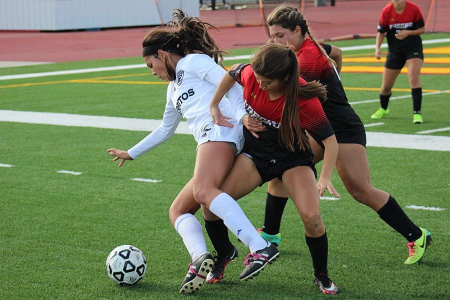 Freshman+Jamie+Peters+seals+the+ball+from+Fresno+City+defenders.+Peters+scored+the+game-winning+goal+in+the+first+half.+Photo+credit%3A+Christian+Gonzales