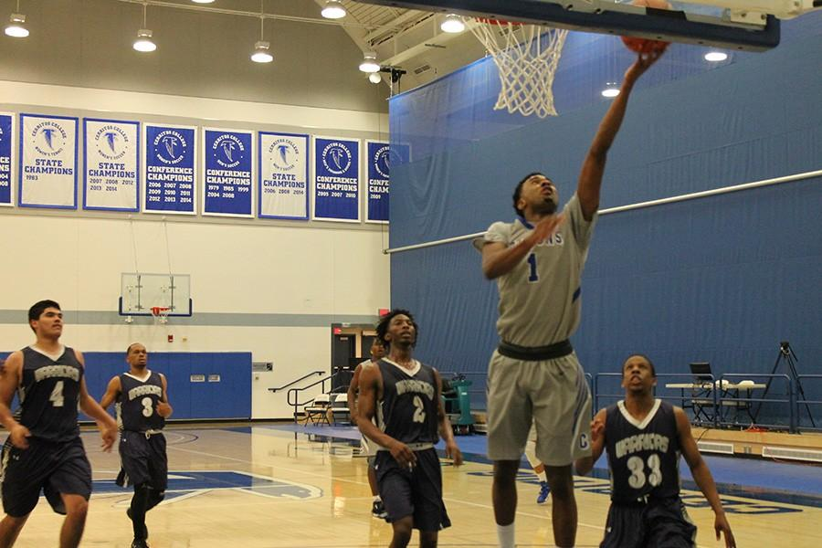 Khalid+Washington+%28%231%29+shows+a+soft+hand+on+this+layup.+Washington+had+nine+points%2C+a+rebound%2C+and+an+assist+on+the+night.+Photo+credit%3A+Taylor+Ogata