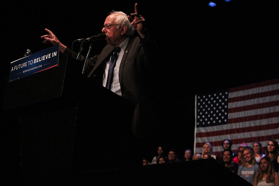 Democractic presidential candidate Bernie Sanders retutned to the Los Angeles for a spontaneous rally at the Wiltern Theatre in Koreatown. Sanders said he intends to win the California primary on June 7. Photo credit: Karla Enriquez