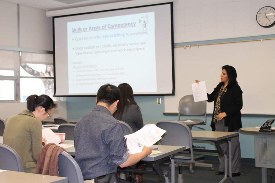 DSPS Counselor Aurora Segura talks during the Resume Workshop which took place on Tuesday, March 29. The workshop stressed the importance of having a new and updated resume that stands out. Photo by Janel Oliver.