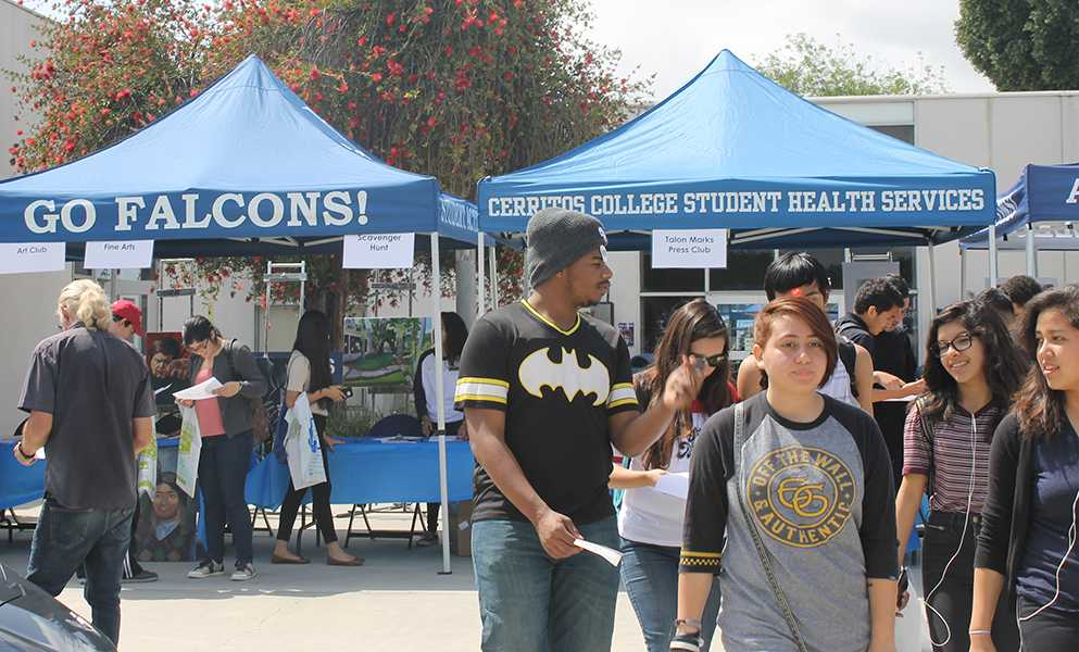 High school students gathered in front of the Fine Arts Building for senior preview day. Students were able to talk to different clubs that are offered to students on campus. Photo credit: Jenny Gonzalez