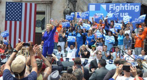Clinton visits Plaza Mexico