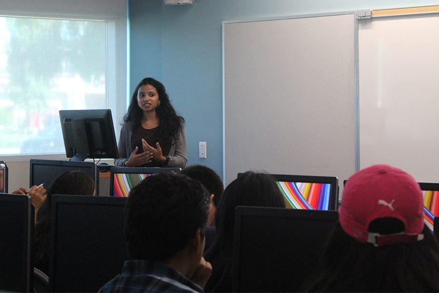 Gurpreet+Ubbu%2C+business+information+management+major%2C+presents+the+guidelines+to+follow+for+the+personal+essay.+The+Benjamin+A.+Gilman+International+Scholarship+provides+the+opportunity+to+study+abroad+to+intern+in+a+different+country+or+learn+a+critical+need+language.+Photo+credit%3A+Jenny+Gonzalez