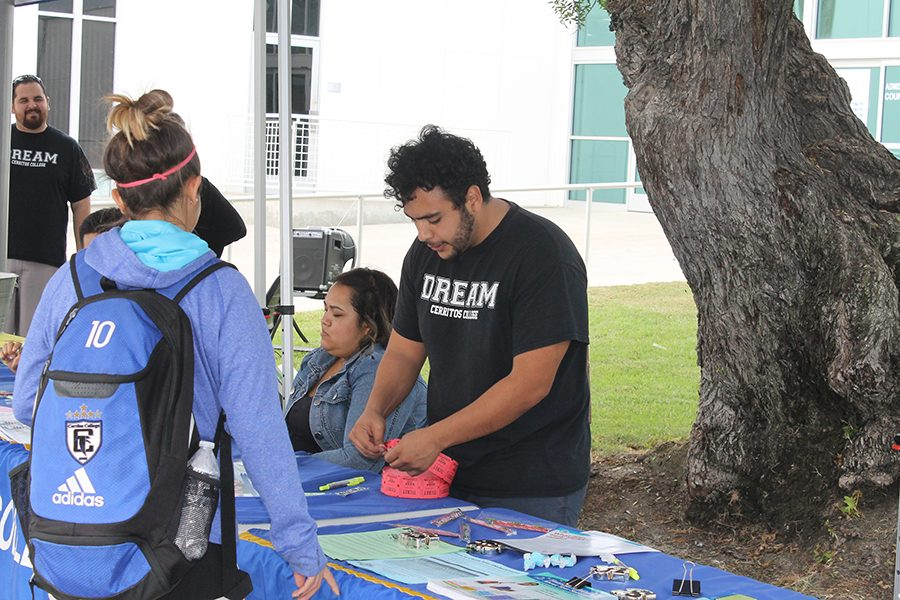 Financial Aid Office staff Ivan Oyarzabal giving student a drawing ticket during the Financial Aid Fair event on Wednesday, Nov. 16. The fair was held during three separate days and different times to reach more students. Photo credit: Alvaro Bayona