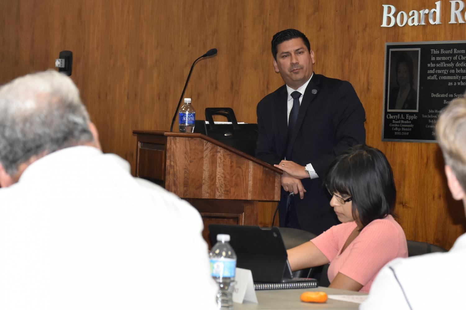 Vice President of Business Services Felipe Lopez, updating Faculty Senate on the progress of making changes to the Class Cancellation Administration Procedure during the Tuesday, May 2 Faculty Senate meeting. Lopez has been providing support to the Acting Vice President of Academic Affairs Rick Miranda on the issue since he began his job at Cerritos College in January. Photo credit: Perla Lara