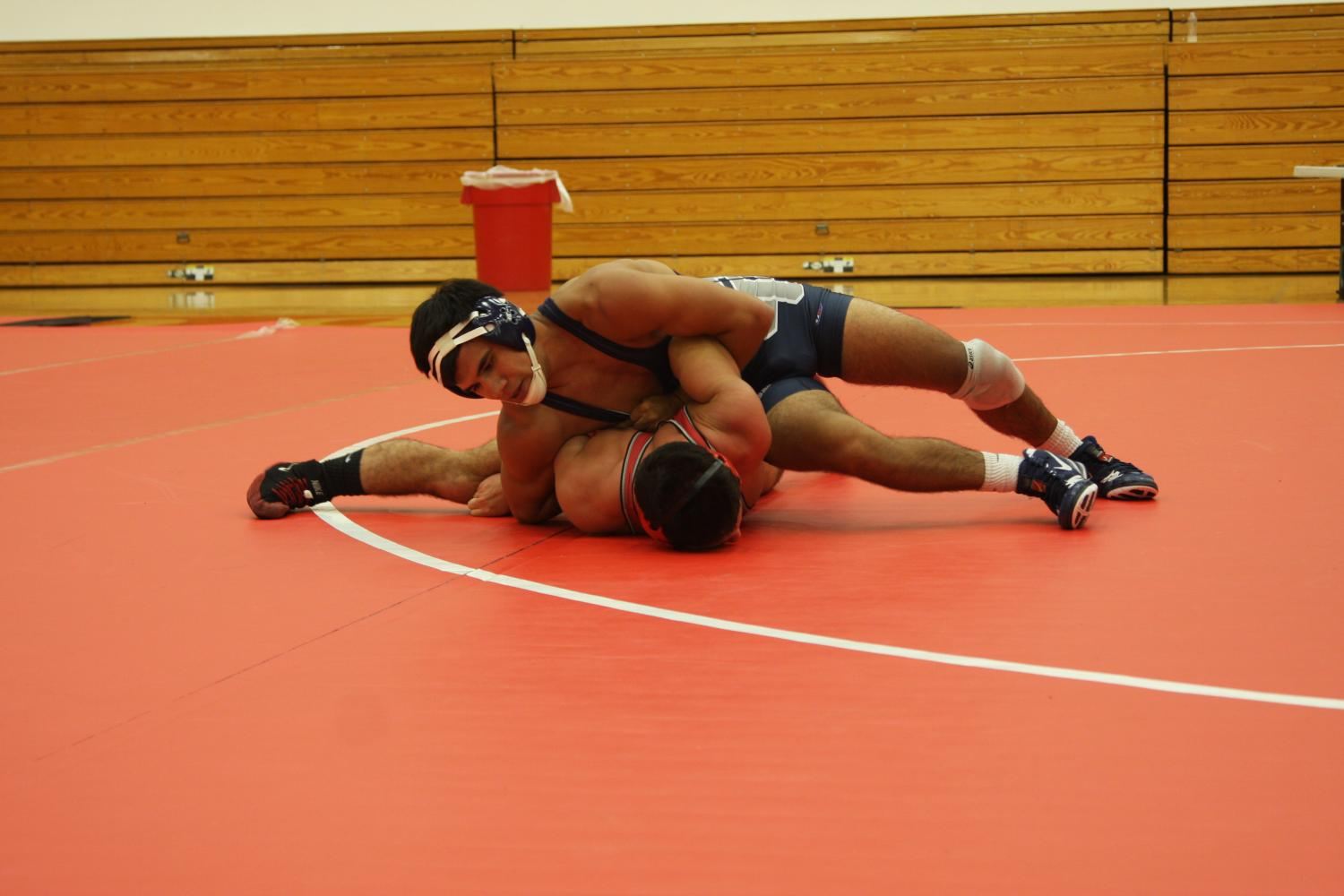 The+175-pound+sophomore+Blake+Vasquez+out-wrestling+his+opponent+from+Bakersfield.+Vasquez+won+this+match+due+to+a+forfeit.+Photo+credit%3A+David+Jenkins
