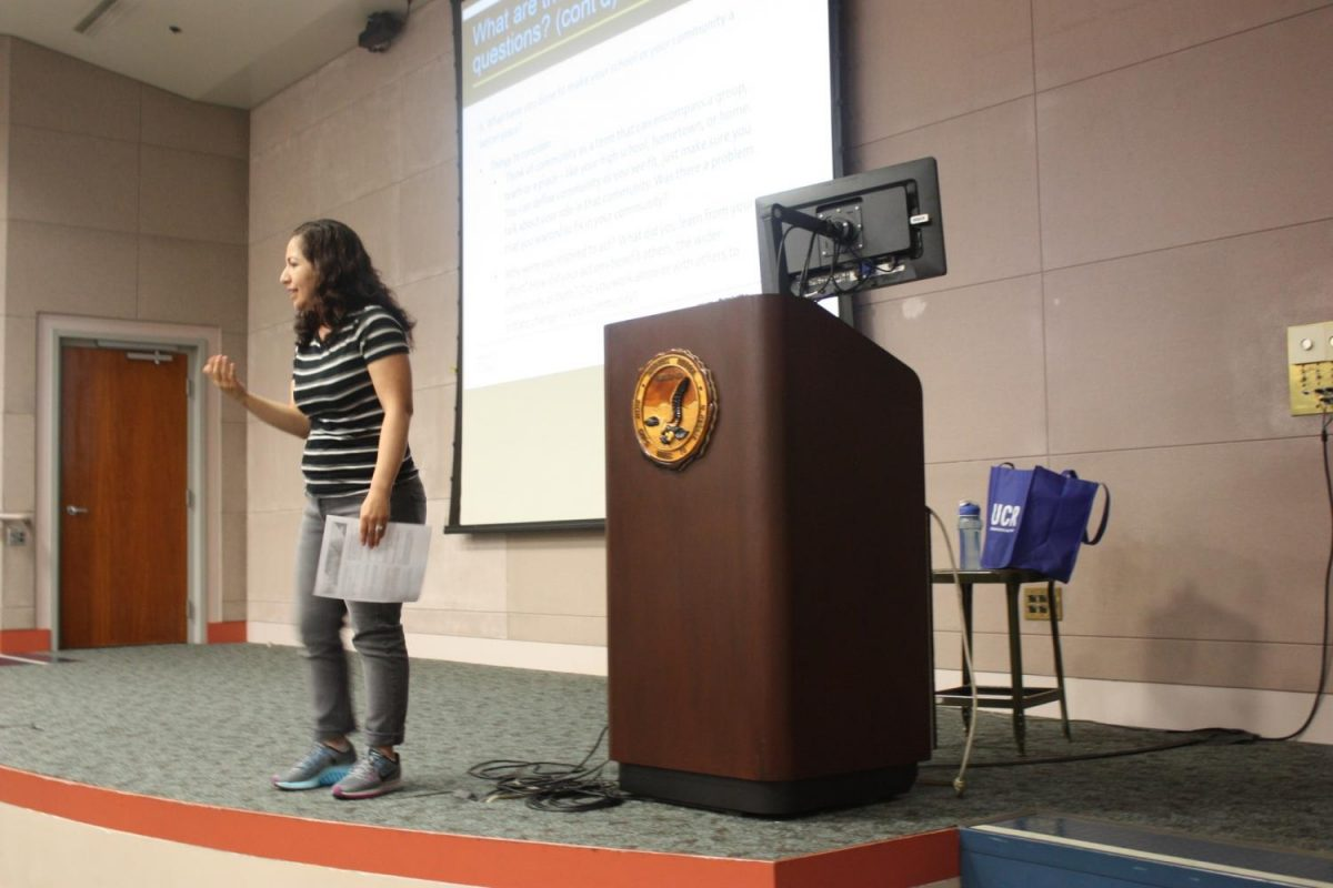 Marvelina Graf, counselor at the Transfer Center informed students about the UC insight questions and shared Do's and Dont's. Graf also informed students about the UC Transfer Admission Guarantee (TAG) which only six schools offer it and its free. Photo credit: Rocio Valdez