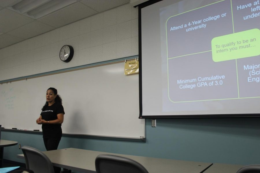 Maylynn Melendez, Inroads program manager and coach talking to students about the requirements to apply to Inroads. Students must have a 3.0 GPA, attend a 4-year university, have one summer left toward undergraduate degree, and major in business, STEM, or liberal arts. Photo credit: Jocelyn Torralba