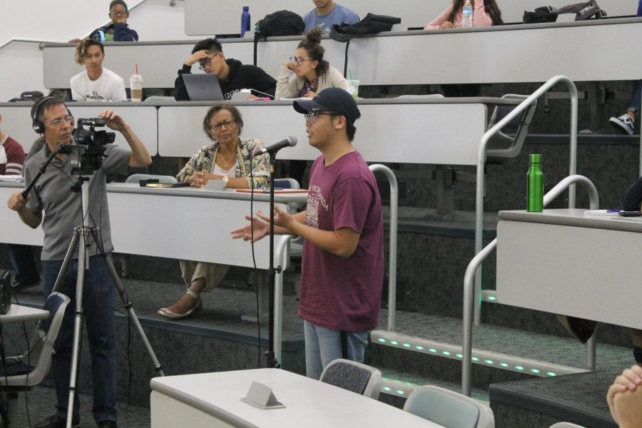 A Cerritos College student asks Liutao Tang questions about his experiences in communist China. Countries similar to China try to control all aspects to civilians' lives. Photo credit: Carlos Martinez