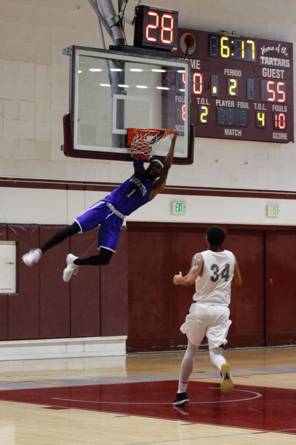 No.+1+Demetrius+Thomas+throws+down+a+two-handed+dunk.+Thomas+finished+with+24+points%2C+including+several+fast-break+dunks.+