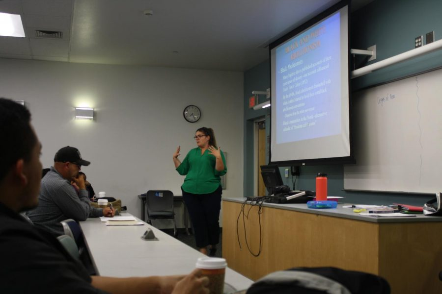 Professor+Katherine+Mishler+integrating+her+lecture+on+Women+in+the+Abolition+Movement+with+her+regular+lecture.+Students+in+her+History+102+class+listen+attentively.
