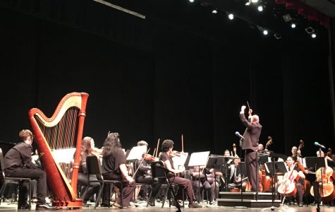 Alan J. Hallback conducting the College Orchestra in Mozart's 'The Marriage of Figaro, Overture'. Photo credit: Oceana Christopher