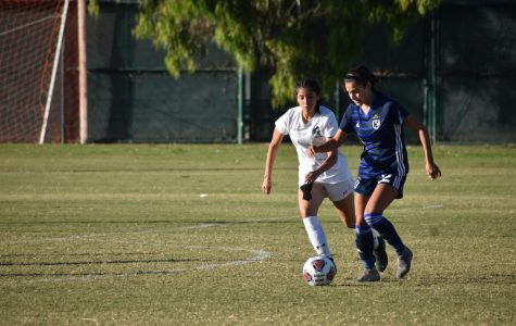 Cerritos freshman forward Lucia Yanez dribbles the ball. Photo credit: Jonathan Gonzalez