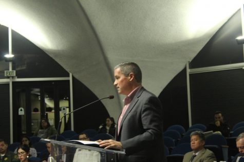 Downey City Hall limiting public speaking