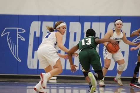 Mariah Lora Guard Sophomore guarding Delilah Kimbl-Gray. The Falcons Women