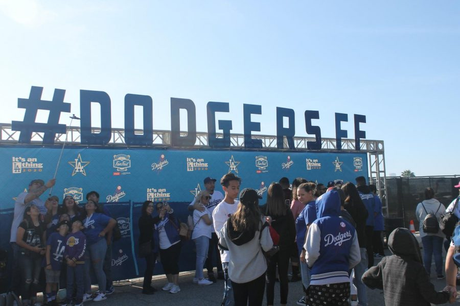 Many+fans+attending+the+Dodgers+Fan+Fest+stop+in+front+of+the+selfie+station+to+take+their+best+selfie.+Dodger+stadium+hosts+all+fans+for+the+event+on+Jan.+25%2C+2020.+Photo+credit%3A+Luis+Lemus