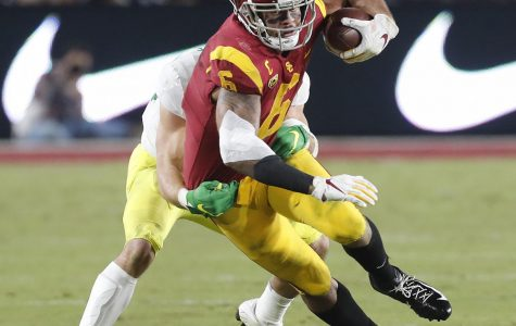 USC wide receiver Michael Pittman Jr. (6) makes a reception against Oregon at the Los Angeles Memorial Coliseum on November 2, 2019. (Luis Sinco/Los Angeles Times/TNS)