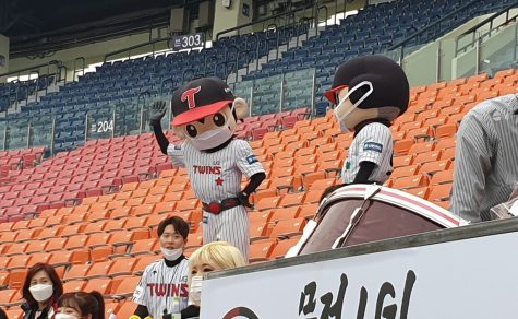 Even the LG Twins mascots wore masks during the team