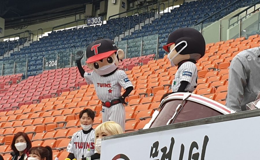 Even+the+LG+Twins+mascots+wore+masks+during+the+team%27s+Korean+Baseball+Organization+season+opener+against+the+Doosan+Bears+in+Seoul%2C+South+Korea%2C+on+May+5%2C+2020.