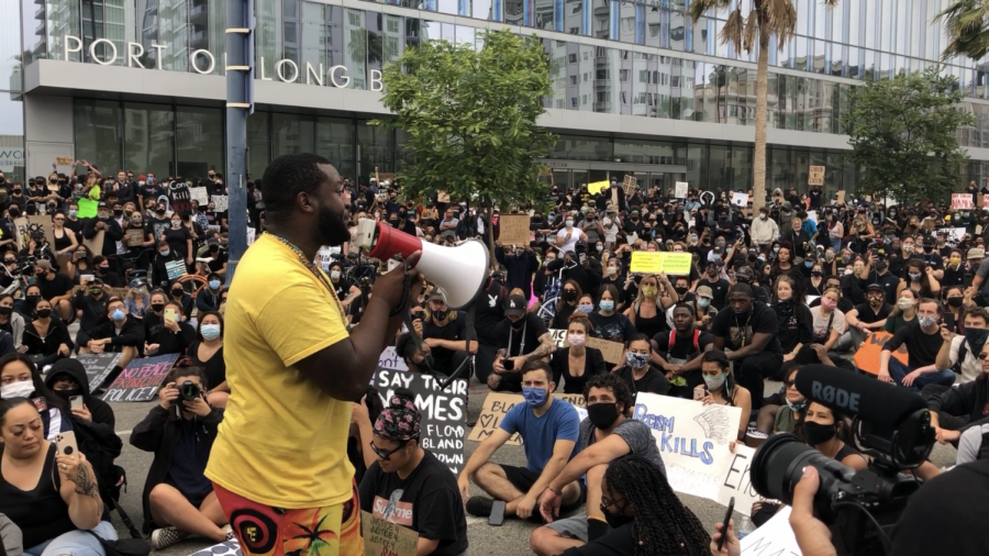 A+Black+Lives+Matter+protest+in+from+of+the+Long+Beach+City+Hall+in+Downtown+LB.+Hundreds+gathered+and+listened+to+guest+speakers+in+support+of+the+protests.+Image+from+June+4%2C+2020.+Photo+credit%3A+Daniel+Suarez+Jr.