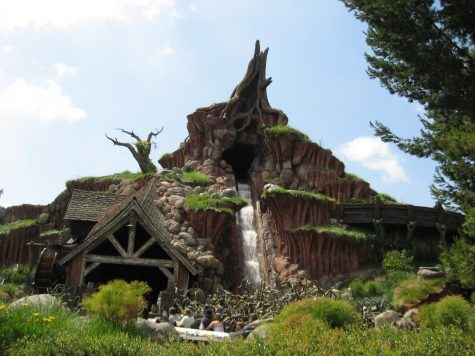 A photo of Splash Mountain, a fan favorite at Disneyland.