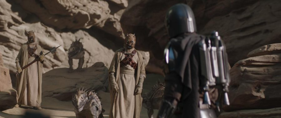Tusken Raiders and The Mandalorian (Pedro Pascal) in Lucasfilm's THE MANDALORIAN, season 2, exclusively on Disney+. © 2020 Lucasfilm Ltd. & ™. All Rights Reserved. Photo credit: Lucasfilm Ltd. & Walt Disney Company