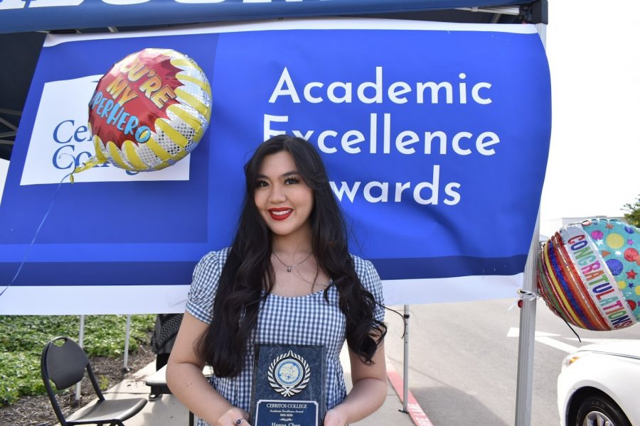 Hanna Choy accepts her award for Academic Excellence on April 7, 2021. He received the award for Pre-Dental.