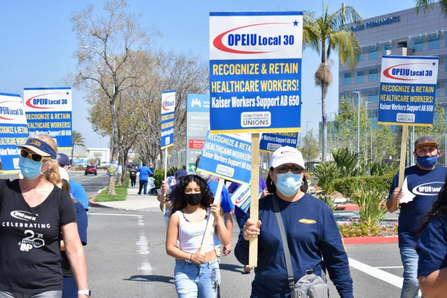 Healthcare+workers+protest+for+fair+compensation+outside+the+Kaiser+in+Downey+on+March+30%2C+2021.+Union+leaders+from+the+OPEIU+Local+30+and+the+SEIU-UHW+peacefully+protested+for+the+%22Hero%27s+Bonus%22+Kaiser+promised.+Photo+credit%3A+Vincent+Medina